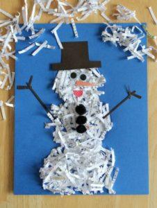 zimowe prace plastyczne - bałwan z niszczarki